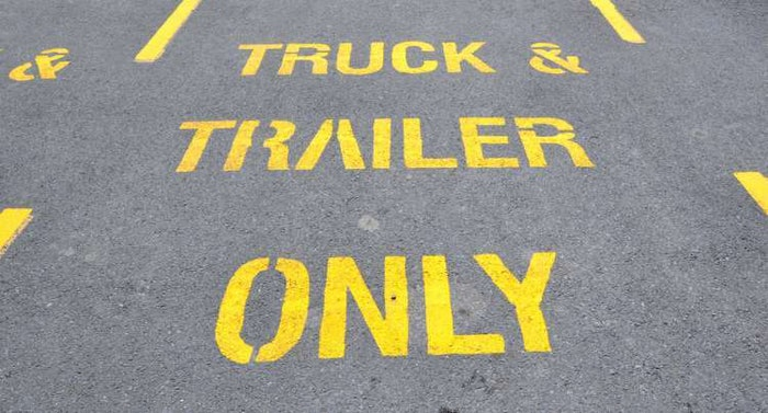 truck-parking-sign