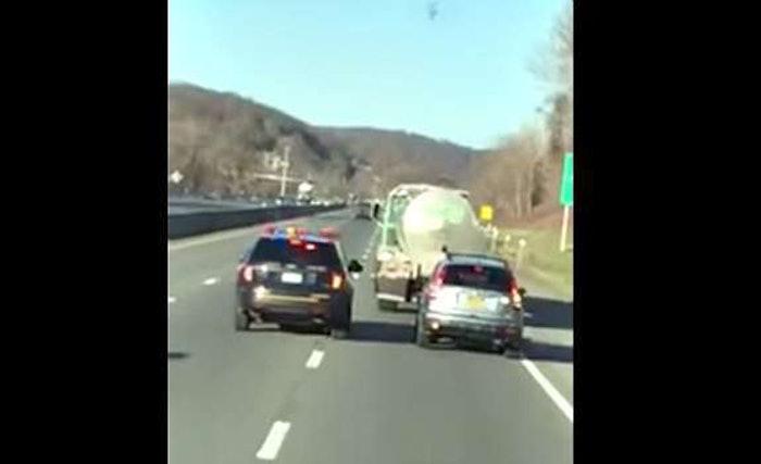 trucker helps trooper