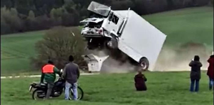 terrorist-barrier-crash-test