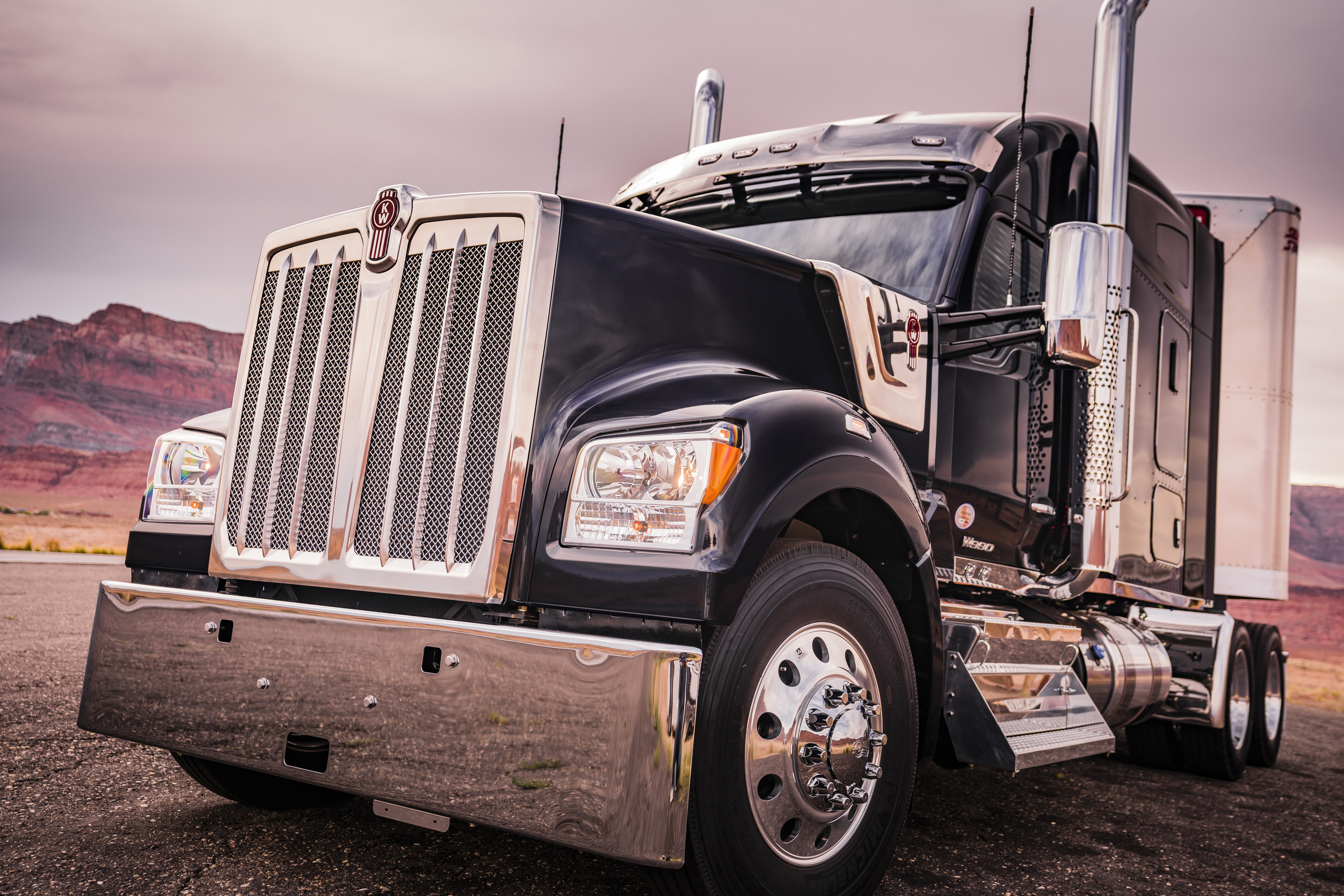 Kenworth T680 For Sale >> Kenworth officially introduces its brand new W990 truck
