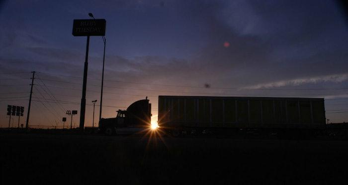 truckstop-truck-stop-hours-of-service-evening-parking-hos-fuel-island20071001_0002-2016-07-27-15-34-1200×803