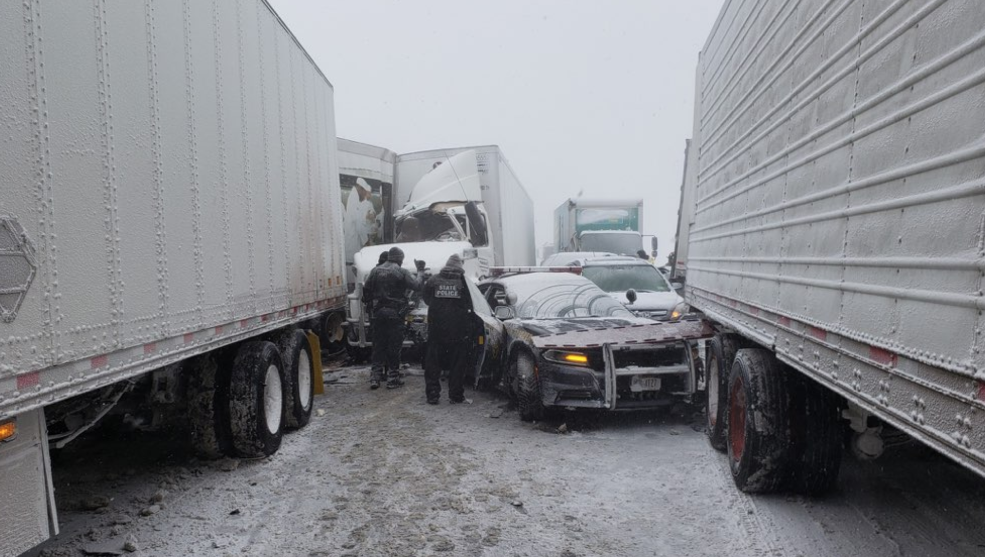21 vehicles in whiteout pileup on NYS Thruway Wednesday