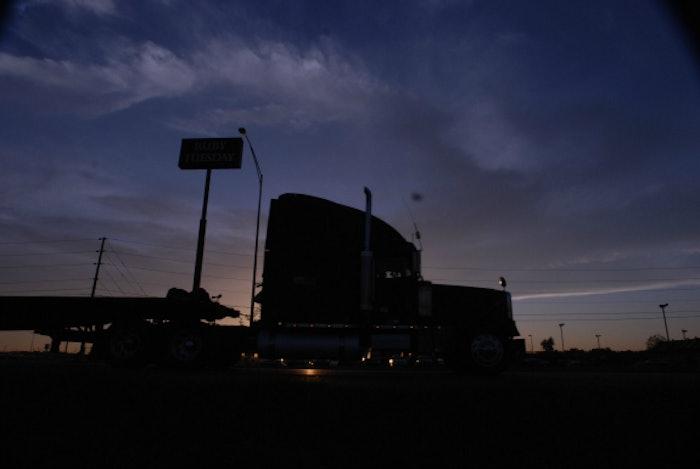 truckstop-truck-stop-hours-of-service-evening-parking-hos-fuel-island20071001_0001-2016-05-27-10-07