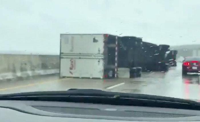 trucks-blown-over-on-1-40