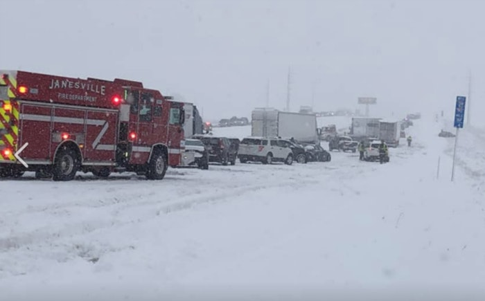 24-vehicle-pile-up-in-wisc