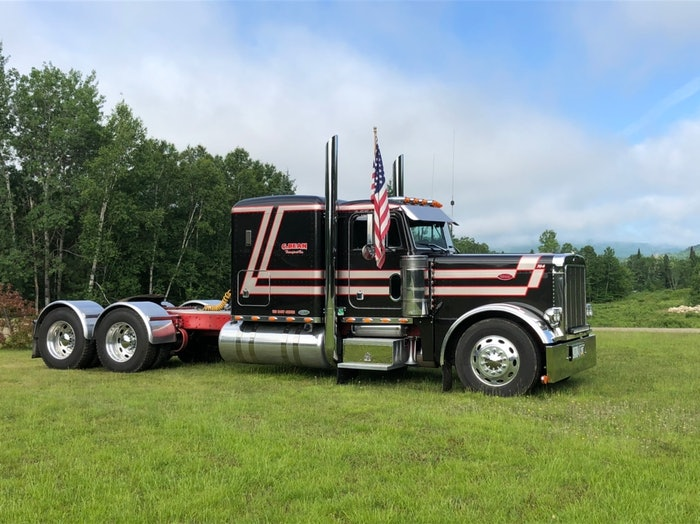 Mike Hall, driving for C Bean Transport, picked up honors in the Pride & Polish Working Bobtail 2013 & Older class with this 2004 Peterbilt 379.